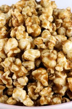 Easy Homemade Caramel Corn – buttery and caramel-y popcorn that tastes just the way it should. And don't worry – no corn syrup needed for this Caramel Popcorn recipe! Your family will ask you to make this popcorn treat again and again. Pin this yummy a Caramel Corn Recipes, Candy Recipes, Sweet Recipes, Snack Recipes, Cooking Recipes, Carmel Popcorn Recipe Easy, Sweet Popcorn Recipes, Soft Caramel Popcorn, Homemade Popcorn Recipes