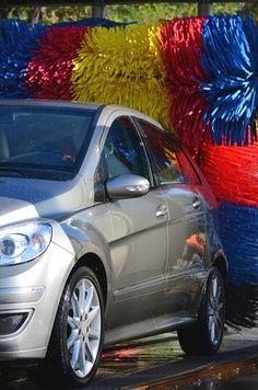 Lavado del coche, boxes, túneles, puentes, manual....   http://karrystore.blogspot.com.es/2013/02/lavado-de-vehiculos.html