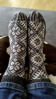 Ravelry: Onnenlehdet – Lucky Leaves pattern by Tiina Kaarela