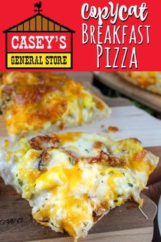 Casey's Breakfast Pizza is an Iowa staple. Every time I go home - I make sure to stop at least once for a slice or two! I couldn't wait to make my own copycat version and serve it to friends and family! It's a family favorite! Breakfast Dishes, Breakfast Time, Breakfast Casserole, Easy Breakfast Ideas, Overnight Breakfast, Breakfast For Dinner, Caseys Breakfast Pizza, Breakfast Pizza Recipes, Breakfast Quesadilla