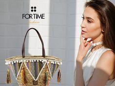 Capazo de rafia adornado con flecos y motivos geométricos de FOR TIME