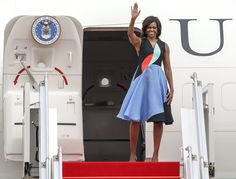 For Michelle Obama, Girlie Clothes That Lean In - NYTimes.com