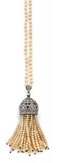 A DIAMOND, NATURAL PEARL AND PLATINUM NECKLACE, CIRCA 1925