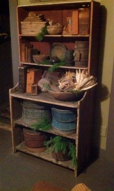 nice shelf with hat boxes and other items. Do you collect hat boxes? Primitive Shelves, Primitive Cabinets, Primitive Homes, Primitive Kitchen, Primitive Furniture, Primitive Antiques, Country Furniture, Primitive Crafts, Primitive Christmas