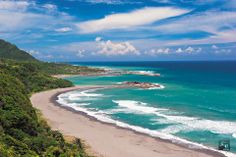 """【Surfing Taiwan!】  Taitung, with its completely preserved natural environment and scenery, has been called """"Taiwan's back garden,"""" and """"the last unspoiled land."""""""