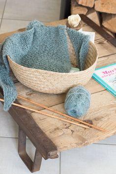 Un trendy châle pour ma mini (+ tuto) Bassinet, Crochet, Mini, Shawl, Knitting, Point Mousse, Home Decor, Augmentation, Bb
