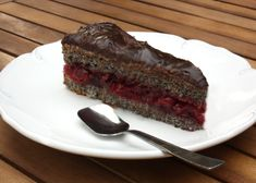 Makovo visnova torta Czech Recipes, Meatloaf, Sweet Tooth, Food And Drink, Baking, Poppy, Homeland, Gardening, Cakes