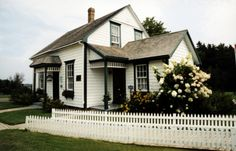 Lucy Maud Montgomery, author of Anne of Green Gables, was born in 1874 in this modest white and green house, decorated with authentic Victorian period Cavendish Beach, Places To See, Places Ive Been, Pei Canada, Canada Summer, Prince Edward Island, Canada Travel, My Dream Home, Decoration