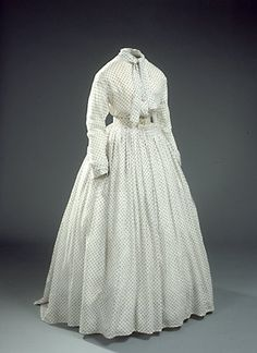 White jaconet muslin dress, dated 1860s, Danish, National Museet collection: 29/1937. Site in Danish.