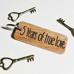 5th Anniversary Keyring Gift – Make Memento Handmade l Handmade Gifts l Gifts l Gift Ideas l Gifts for Him l Gifts for Her l Shopping l Online Shopping l Personalised Gifts l Artist l Artisan l Etsy l Etsy UK l Crafts l DIY Crafts l Christmas Gifts l Birthday Gifts l Gifts for Children l Baby Gifts l Keepsake Boxes l Keyrings l Wooden Gifts l Wooden Coasters l Slate Signs l Wooden Signs l Rustic Decor l 5 year anniversary gift idea l wooden anniversary gift
