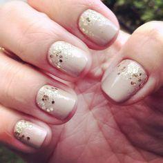 nude com glitter dourado