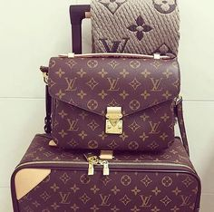 bags, Louis Vuitton, and louisvuitton image