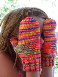 free knitting pattern for classic mittens, toddler to adult sizes