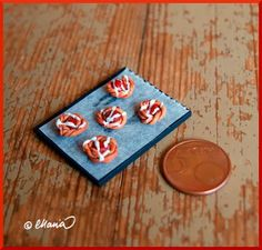 Nukkekoti Väinölä : How to make Danish pastries Dollhouse Tutorials, Miniature Tutorials, Clay Food, Tiny Treasures, Mini Things, Mini Foods, Diy Cake, Miniature Food, Dollhouse Miniatures
