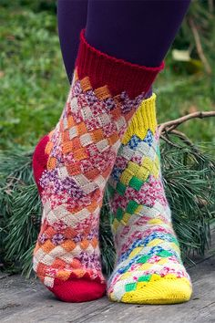 Free Knitting Pattern for Basketcase Socks – Entrelac toe-up socks. Fingering we… Free Knitting Pattern for Basketcase Socks – Entrelac toe-up socks. Pictured project by Inga's Handicrafts. Knitted Socks Free Pattern, Knitting Socks, Knitting Stitches, Knitting Patterns Free, Free Knitting, Knit Socks, Knitting Machine, Vintage Knitting, Stitch Patterns