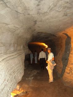 a phreatic conduit in Belum cave, India