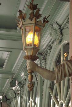 Fortnum and Mason in London. Lamp Light, Light Up, City Lights, Street Lights, Tours Of England, Chandelier Lighting, Chandeliers, Fortnum And Mason, Street Lamp