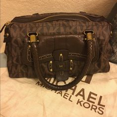 Michael Kors leather bag Very well kept Michael Kors leather handbag. Comes with dust bag. MICHAEL Michael Kors Bags Shoulder Bags