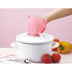 This cute little Piggy Pot Holder can stand up to your hottest dishes straight out of the oven or off the stove. #pig | On Sale for $17.50 on Fab
