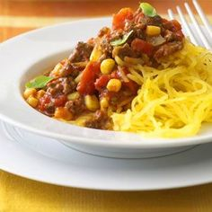 Spaghetti Squash with Chili. Spaghetti squash is a low-calorie option to pasta in this delicious beef chili recipe. Try it for dinner some night. Healthy Ground Beef, Ground Beef Recipes, Heart Healthy Recipes, Healthy Dinner Recipes, Healthy Meals, Ww Recipes, Cooking Recipes, Cheap Recipes, Cooking Ideas