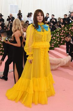 Hari Nef Photos - Hari Nef attends The 2019 Met Gala Celebrating Camp: Notes on Fashion at Metropolitan Museum of Art on May 2019 in New York City. - The 2019 Met Gala Celebrating Camp: Notes On Fashion - Arrivals Hari Nef, Androgynous, Metropolitan Museum, Yellow Dress, Transgender, Art Museum, Fashion Models, Red Carpet, Gucci