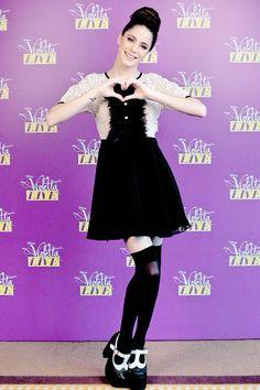 Tini Disney Channel Shows, Disney Shows, Violetta Live, Netflix Kids, Tv Shows, Singer, Pretty, People, Black
