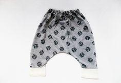 Calça Saruel bebê, confeccionada em moletinho 100% algodão. <br>Tamanhos único, vestindo até 12 meses.