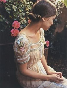 Ana Rosa l Relaxing in the Garden~~~ Look Retro, Look Vintage, Vintage Beauty, Just Girly Things, Dress Flower, Dress Lace, White Dress, White Skirts, Style Feminin