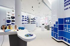 Nokia flagship store by Sundae Creative & Helsinki telecommunication Interior Design And Technology, Shop Interior Design, Retail Design, Store Design, Diy Electronics, Electronics Projects, Visual Merchandising, Tips Fitness, Electronic Shop