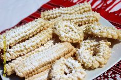 Biscuiti traditionali de casa Romanian Desserts, Romanian Food, Jacque Pepin, Galletas Cookies, Fancy Desserts, Biscotti, Food And Drink, Low Carb, Sweets