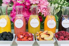 What's better than mimosas flavored with fresh fruit at a girls' brunch or wedding shower? This bar is a delicious and colorful addition to any outdoor get-together. Photo by J Wiley Photography via Green Wedding Shoes (wedding brunch ideas) Sangria Bar, Prosecco Bar, Teenager Party, Sumo Natural, Party Food Bars, Summer Party Themes, Ideas Party, Brunch Party Decorations, Party Food Table Ideas