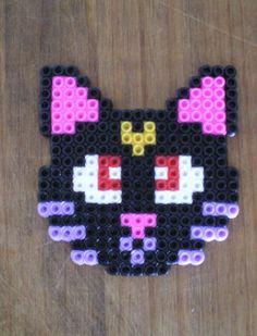 http://cartulina.es/perler-beads-ideas-creativo-pasatiempo/ Diseño hama beads - gato Luna de Sailor Moon