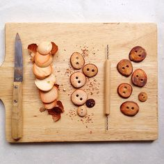 •How to make Avocado Stone Buttons using Natural Materials•