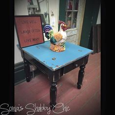 Shabby distressed end table! Always new painting tips, new junk money chalk paint colors, and DIY projects at styleshabby.com!
