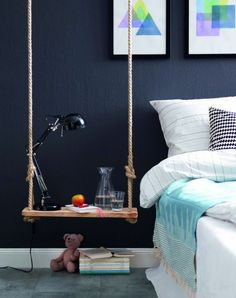 table de nuit suspendue, table de chevet originale en bois et corde