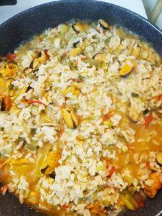 Μυδοπίλαφο εξαιρετικό Fried Rice, Fries, Ethnic Recipes, Food, Essen, Meals, Nasi Goreng, Yemek, Stir Fry Rice