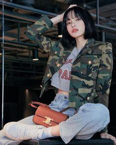 Melanie Martinez, Kim Jennie, Blackpink Video, Foto E Video, Yg Entertainment, Billie Eilish, South Korean Girls, Korean Girl Groups, Rapper