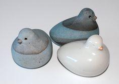 Richard Manz, birds in stoneware and porcelain (the white one). Own studio Denmark. L: 8,5. H: 7 cm.