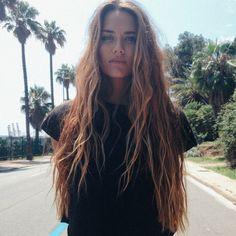 Beachy hair waves for all hair types! Beachy hair waves for all hair types! Messy Hairstyles, Pretty Hairstyles, Beach Hairstyles, Teenage Hairstyles, Formal Hairstyles, Wedding Hairstyles, Ombre Highlights, Beachy Hair, Peinados Pin Up