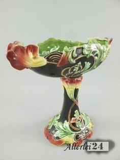 Hochwertige Porzellan Schale, mit aufwändigen Detailarbeiten gefertigt. Diese tolle Porzellan Schale eignet sich z.B. als edele Obst Schale.