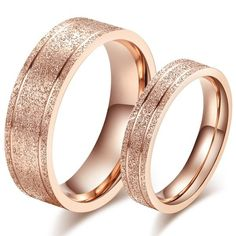 Rose gold husband and wife wedding bands are so beautiful! #rosegoldwedding #ellensdress