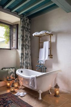 Love the towel rail.