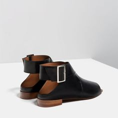 Image 5 of FLAT LEATHER BOOT-STYLE SANDALS from Zara