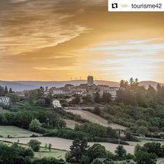 #Repost @tourisme42 Lumières dorées sur Villerest un soir d'été. Photo @guillaumemasseron #villerest #tourisme42 #roannaistourisme #igersstetienne #auvergnerhonealpes #visitlafrance #loire #aura_focus_on #fotofanatics_nature #super_france #loves_france #hello_france #printemps #landscape #loiretourisme #igerstetienne July 05 2017 at 06:11PM Hello France, Loire, Beautiful Landscapes, Land Scape, Monument Valley, Life Is Good, Nature, Photos, Hiking