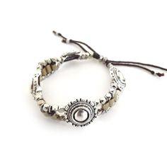 Bracelet pour femme WellDunn  Monnet 26,00$  Pièces de métal - pyrite - fil de coton