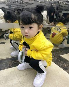 korean baby A me ou irm,tia sla linda tbm (olhem p - Cute Asian Babies, Korean Babies, Asian Kids, Cute Babies, So Cute Baby, Cute Kids, Little Babies, Baby Kids, Baby Boy