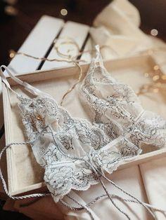 Fotografia produktowa - Aranżowane zdjęcia produktowe   Voska Studio --- Bra / lace / white lace / delicate / product photography