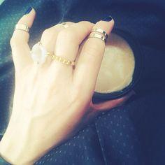 Fineste, fineste #fredagmedmindrekemi #mindrekemi #baremig #baredig #barejer bareos  Jeg hylder dig. Hver fredag. For du er mig vigtig. Efterhånden er der mange billeder af mig. Uden #makeup Det vil komme, når både fredag og mandag er blevet mine hyldest dage. Men er fyldt op af  #selvportrætter Jeg ville hellere dele med jer. Min smukkeste kaffe. Den jeg inderligt nyder hver dag. Alt imens jeg hylder styrkelsens af piger, kvinder og mænds #selvværd og #selvfølelse. Smukkeste fredag. Hver…