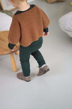 I need a pullover like this!! Where are the stores with nice knit stuff?