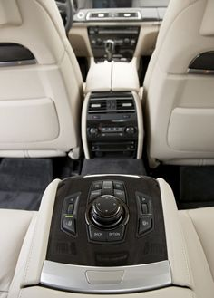 BMW Rücksitzansicht Source by Bmw 760li, Bmw V12, Bmw New Cars, New Bmw, Mercedes Benz Company, Bmw Interior, Volkswagen Minibus, Badass Jeep, Automotive Engineering